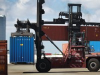 logistics-shipping-container-forklift